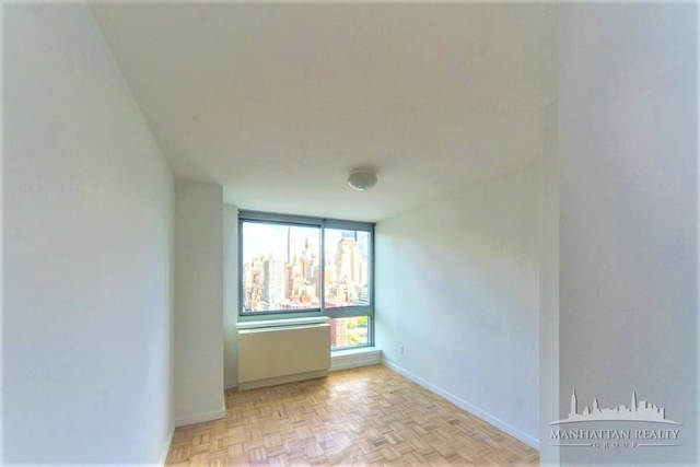 2 Bedrooms, Hell's Kitchen Rental in NYC for $5,079 - Photo 2