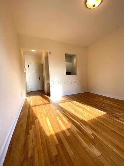 1 Bedroom, Carnegie Hill Rental in NYC for $2,195 - Photo 2