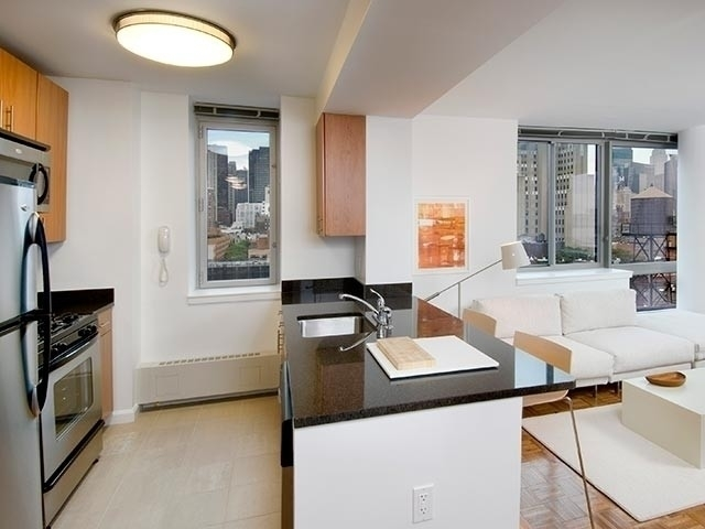 1 Bedroom, Hell's Kitchen Rental in NYC for $4,895 - Photo 2