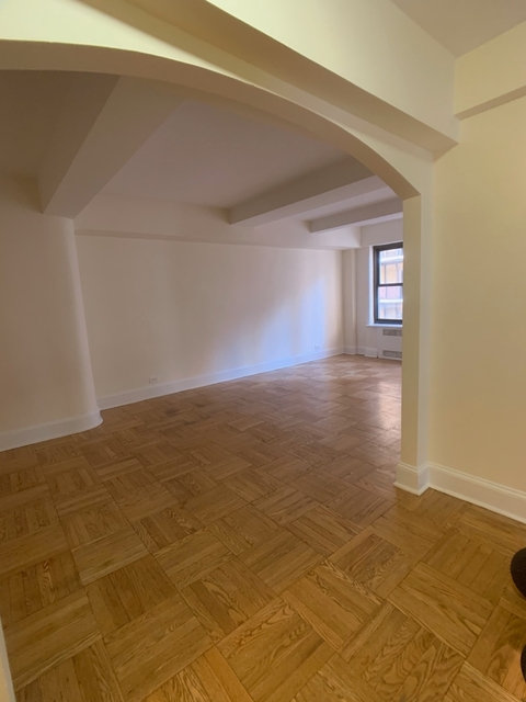 2 Bedrooms, Midtown East Rental in NYC for $4,600 - Photo 2