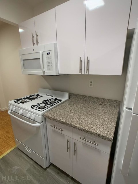 2 Bedrooms, Rego Park Rental in NYC for $2,265 - Photo 2