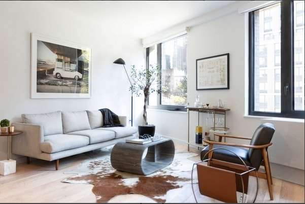 Studio, Hell's Kitchen Rental in NYC for $3,118 - Photo 2