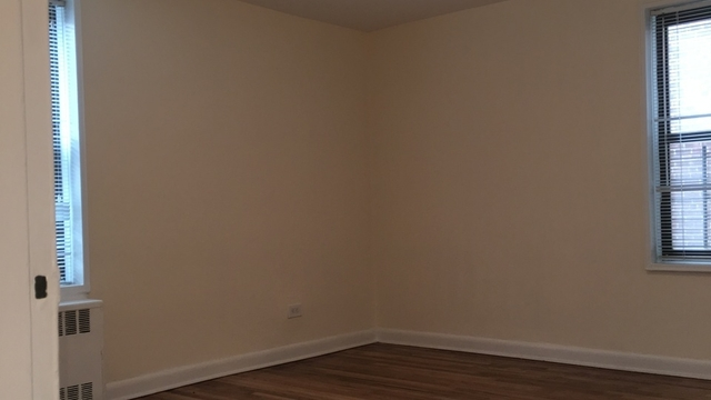 3 Bedrooms, Flushing Rental in NYC for $2,625 - Photo 2
