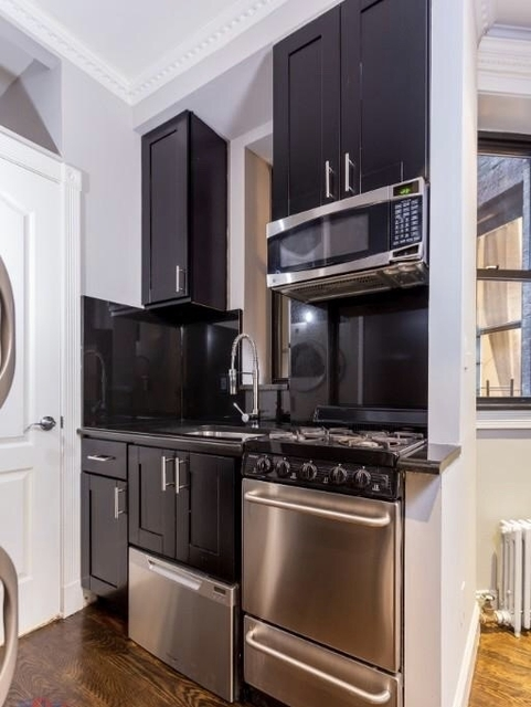 4 Bedrooms, Hell's Kitchen Rental in NYC for $5,178 - Photo 1