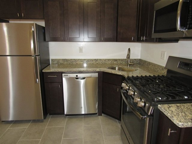 2 Bedrooms, Downtown Flushing Rental in NYC for $2,100 - Photo 2