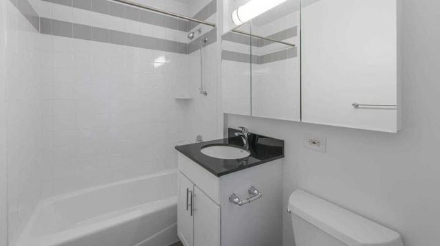 Studio, Lincoln Square Rental in NYC for $3,270 - Photo 2