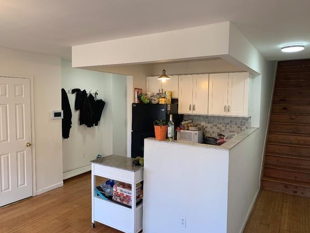 3 Bedrooms, Bushwick Rental in NYC for $945 - Photo 2