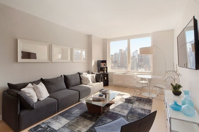 2 Bedrooms, Hell's Kitchen Rental in NYC for $5,698 - Photo 2