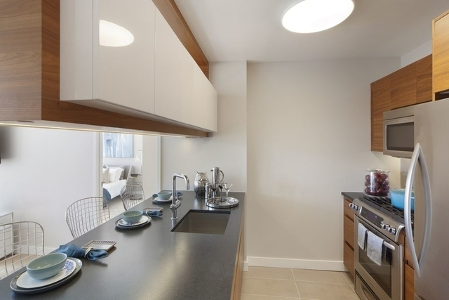 2 Bedrooms, Hell's Kitchen Rental in NYC for $5,698 - Photo 1