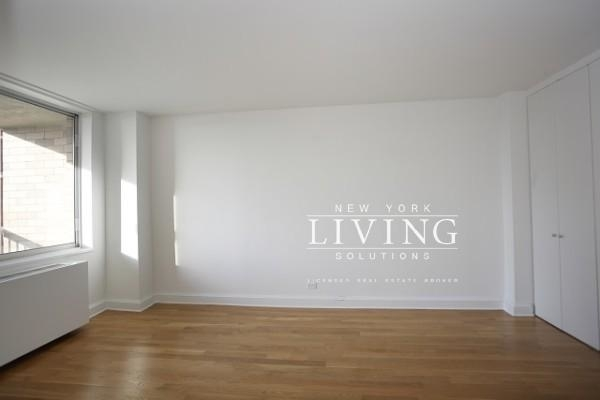 1 Bedroom, Upper West Side Rental in NYC for $6,195 - Photo 2