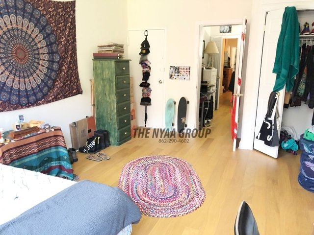 3 Bedrooms, Yorkville Rental in NYC for $3,600 - Photo 1