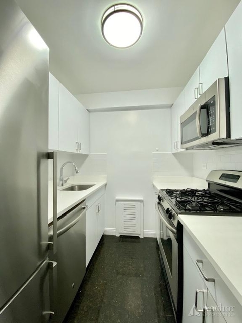 3 Bedrooms, Sutton Place Rental in NYC for $5,300 - Photo 2