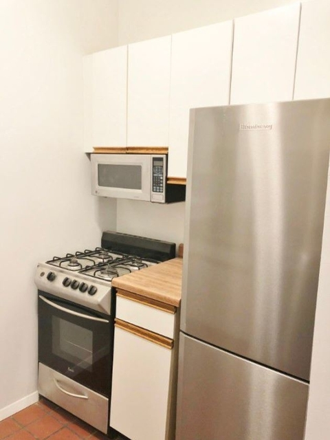 3 Bedrooms, Hell's Kitchen Rental in NYC for $3,975 - Photo 2
