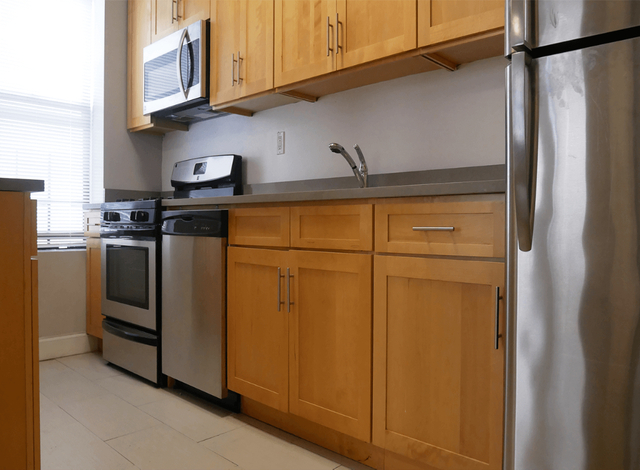 2 Bedrooms, Fort George Rental in NYC for $2,321 - Photo 2