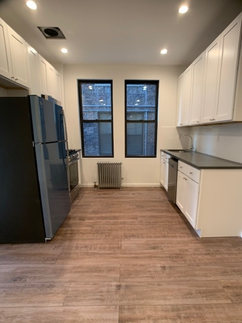 2 Bedrooms, Long Island City Rental in NYC for $2,300 - Photo 1