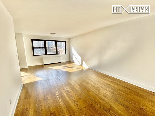 Studio, Yorkville Rental in NYC for $3,350 - Photo 2