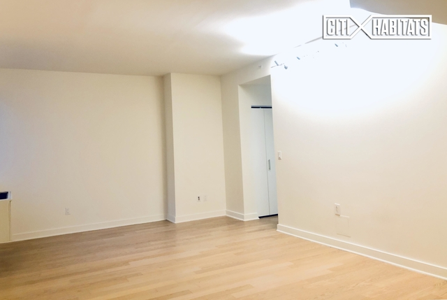 2 Bedrooms, Chelsea Rental in NYC for $9,495 - Photo 1