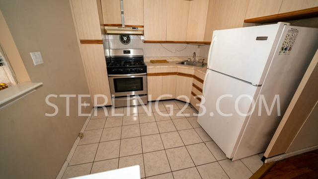 3 Bedrooms, Ditmars Rental in NYC for $2,900 - Photo 2