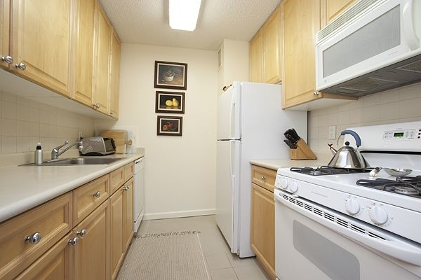 2 Bedrooms, Battery Park City Rental in NYC for $4,769 - Photo 2
