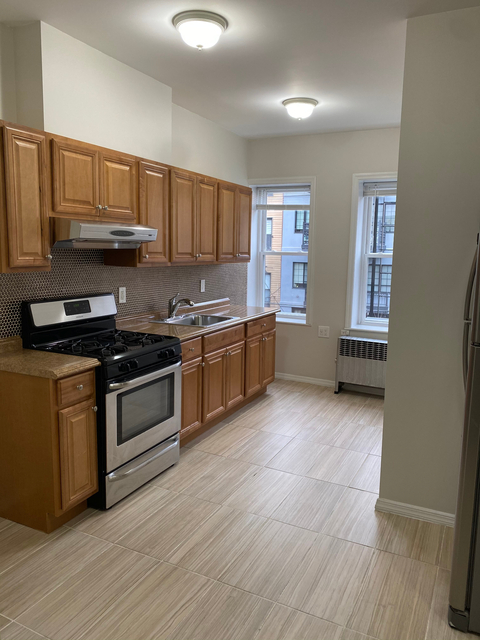 2 Bedrooms, Greenpoint Rental in NYC for $2,100 - Photo 1