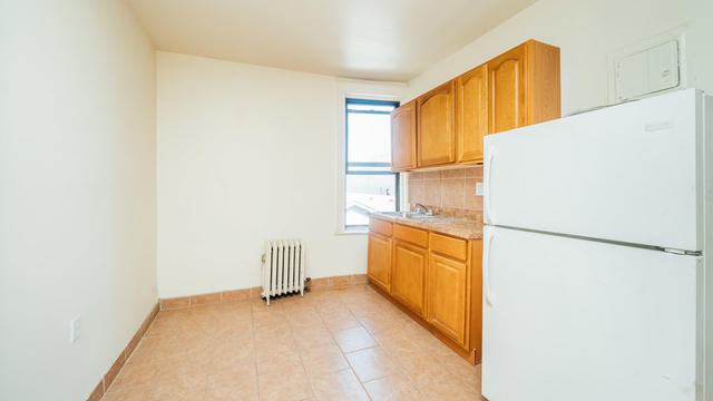 3 Bedrooms, Weeksville Rental in NYC for $2,500 - Photo 2