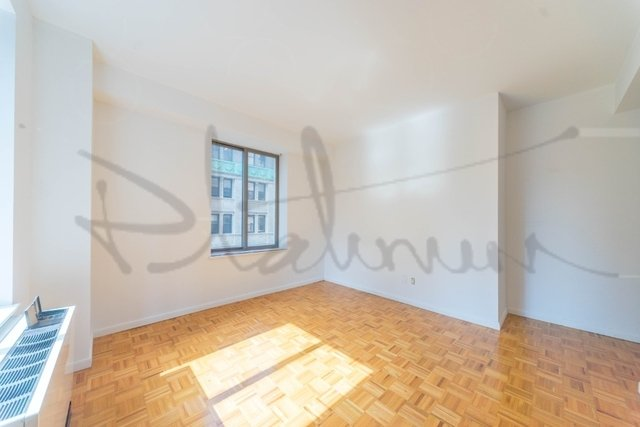 3 Bedrooms, Financial District Rental in NYC for $6,596 - Photo 2