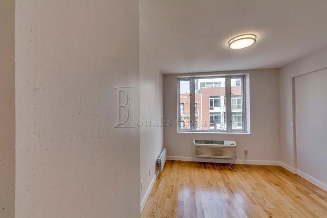 1 Bedroom, Astoria Rental in NYC for $2,549 - Photo 2