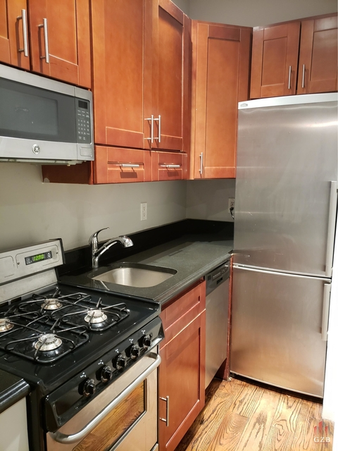 4 Bedrooms, Hell's Kitchen Rental in NYC for $5,400 - Photo 2