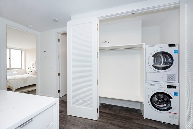 2 Bedrooms, Hell's Kitchen Rental in NYC for $4,115 - Photo 2