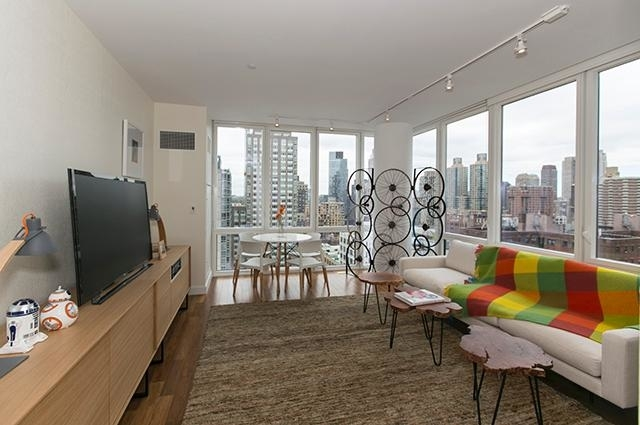 Studio, Lincoln Square Rental in NYC for $4,150 - Photo 2