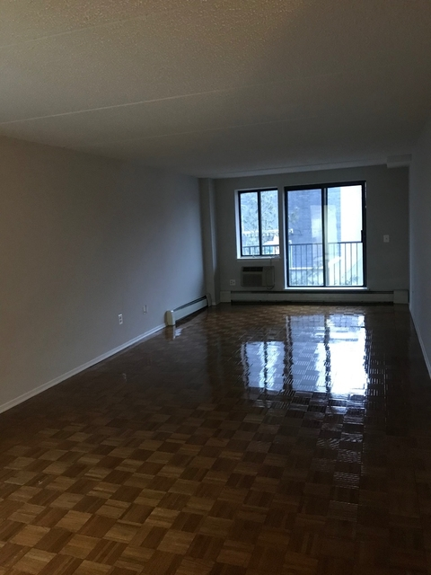 2 Bedrooms, Downtown Flushing Rental in NYC for $2,700 - Photo 2