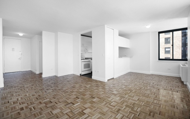 1 Bedroom, Lincoln Square Rental in NYC for $4,400 - Photo 2