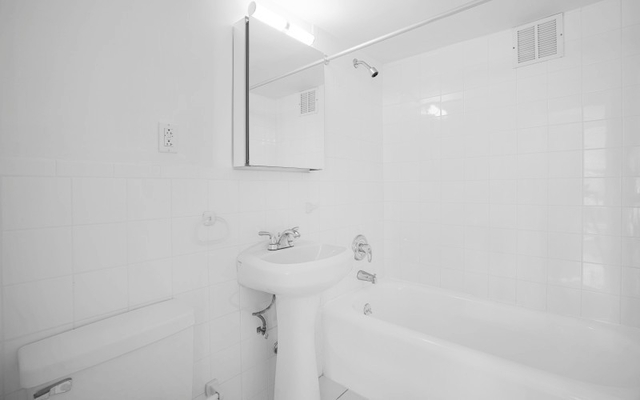 Studio, Lincoln Square Rental in NYC for $2,445 - Photo 2