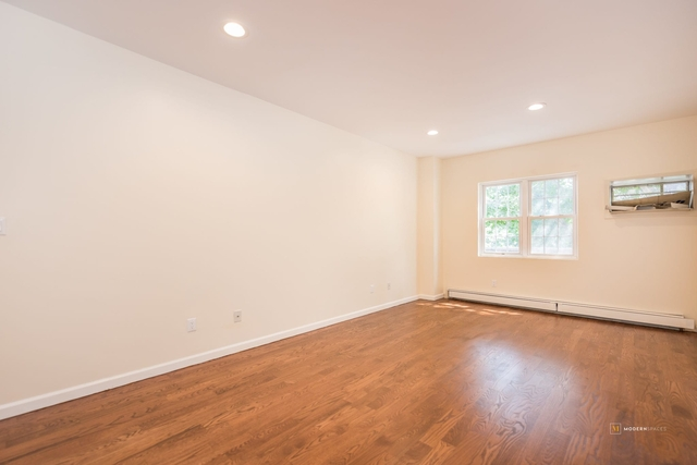 2 Bedrooms, Steinway Rental in NYC for $3,000 - Photo 2