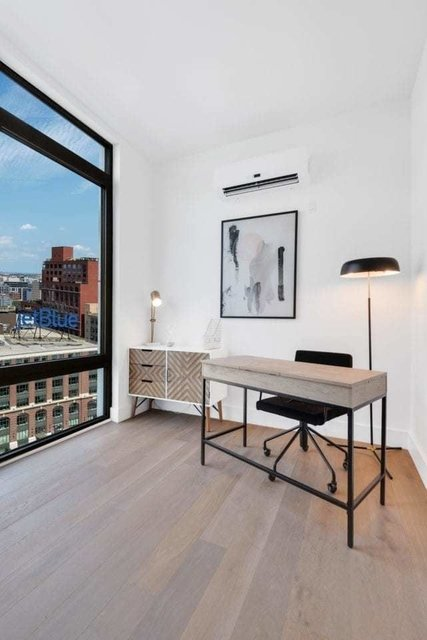 3 Bedrooms, Long Island City Rental in NYC for $5,720 - Photo 2