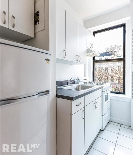Studio, Sutton Place Rental in NYC for $2,400 - Photo 2