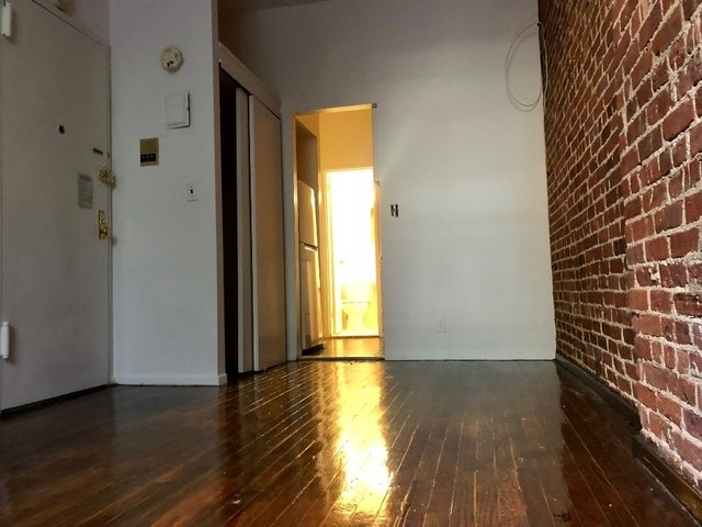 Studio, Yorkville Rental in NYC for $1,875 - Photo 2
