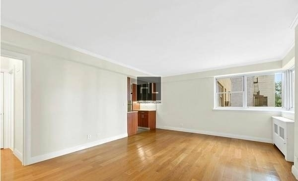 4 Bedrooms, Yorkville Rental in NYC for $13,700 - Photo 2