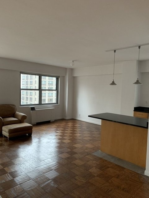 3 Bedrooms, Lenox Hill Rental in NYC for $12,830 - Photo 2