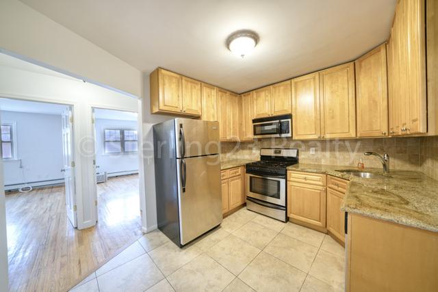 3 Bedrooms, Astoria Rental in NYC for $2,950 - Photo 2