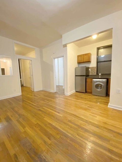 3 Bedrooms, Hell's Kitchen Rental in NYC for $3,600 - Photo 2