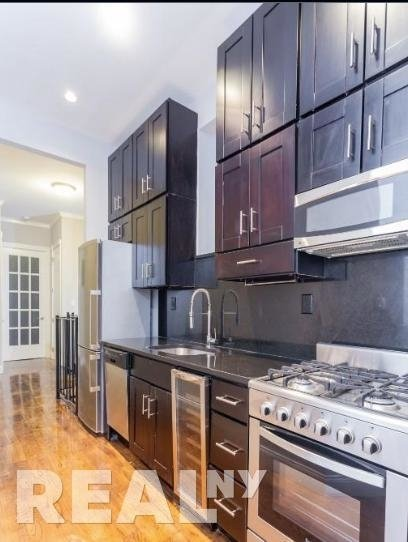 4 Bedrooms, East Village Rental in NYC for $6,195 - Photo 1