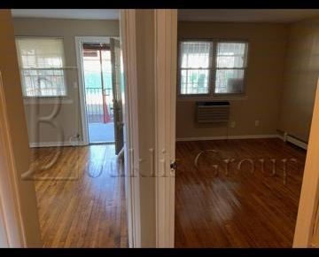3 Bedrooms, Ditmars Rental in NYC for $3,000 - Photo 2