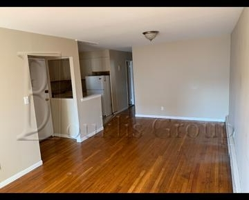 3 Bedrooms, Ditmars Rental in NYC for $3,000 - Photo 1