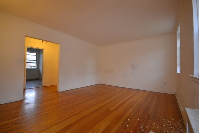 2 Bedrooms, Kew Gardens Hills Rental in NYC for $1,900 - Photo 2