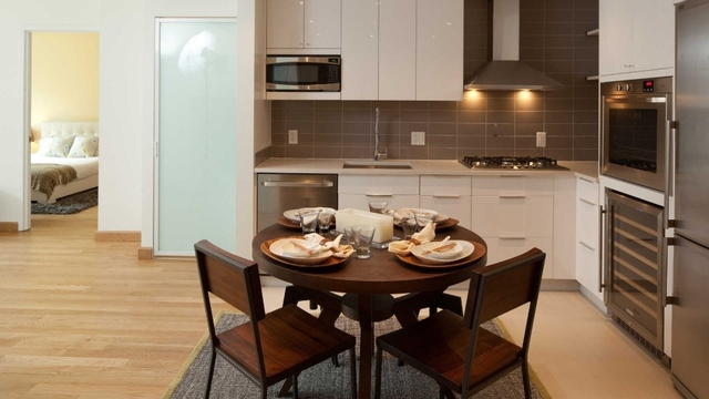 2 Bedrooms, Hell's Kitchen Rental in NYC for $5,969 - Photo 1