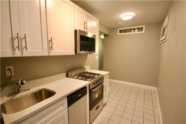 2 Bedrooms, East Village Rental in NYC for $2,625 - Photo 2