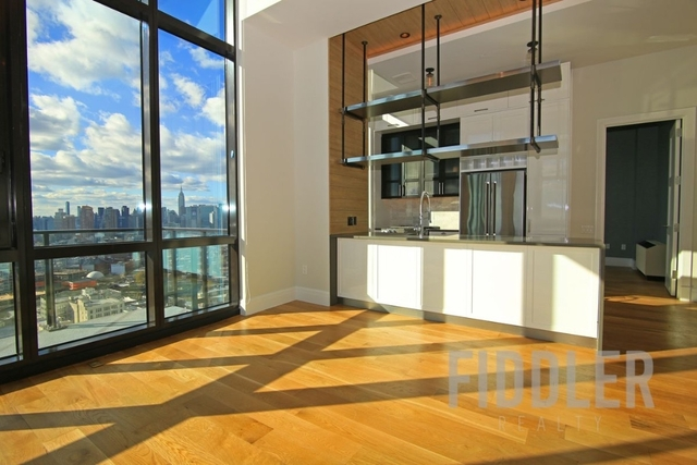 3 Bedrooms, Long Island City Rental in NYC for $7,846 - Photo 2