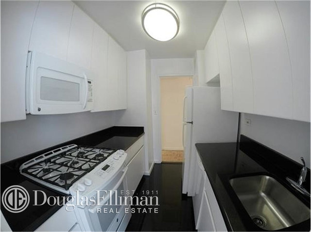 3 Bedrooms, Yorkville Rental in NYC for $9,000 - Photo 2