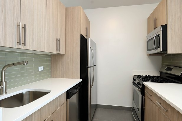 Studio, Financial District Rental in NYC for $2,917 - Photo 2